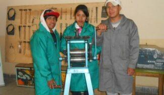 RAQUEL 19 ANS EST CRÉATRICE DE BIJOUX EN BOLIVIE