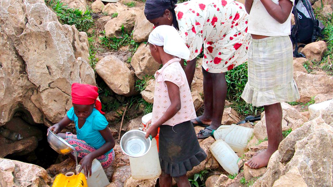 Famille et source eau