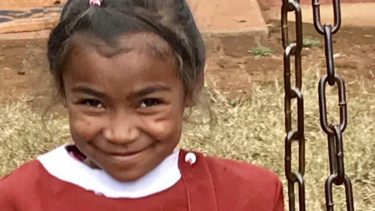 un an de gouter pour les enfants a madagascar