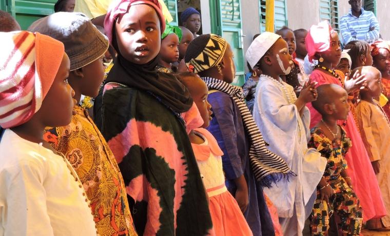 """Léa, """"reporter"""" d'Un Enfant par la Main, raconte le voyage des parrains au Sénégal"""