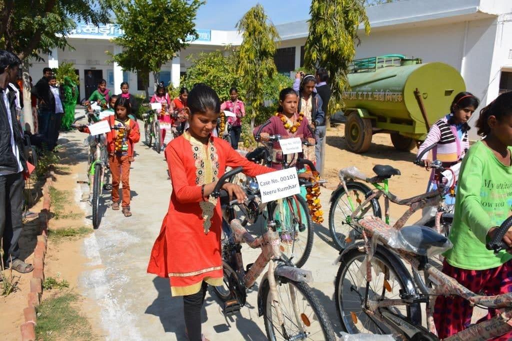 un vélo pour reprendre le chemin de l'école