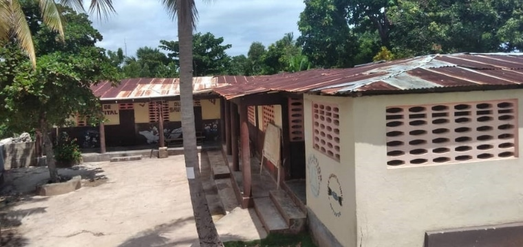 Haïti : Réparation de la toiture de l'école Parents Unis à Métayer pour permettre aux élèves d'apprendre dans de meilleures conditions