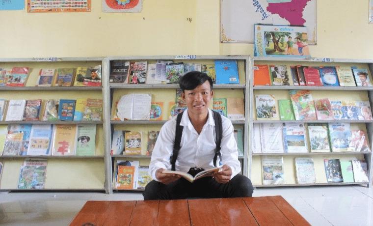 Chea, 17 ans, a pu continuer sa scolarité au Cambodge grâce au parrainage