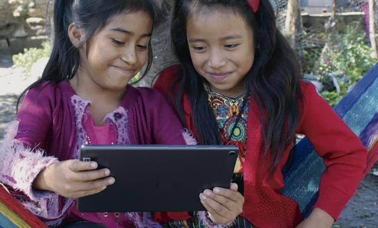 Protéger les enfants du harcèlement sur internet pendant la COVID-19