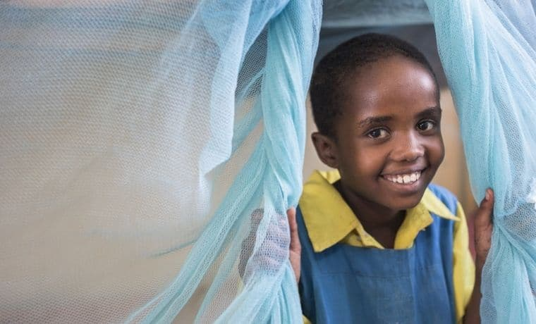 Une moustiquaire pour se protéger du paludisme au Kenya