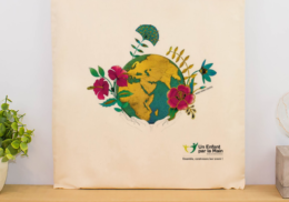 Un tote bag design et exclusif Un Enfant par la Main
